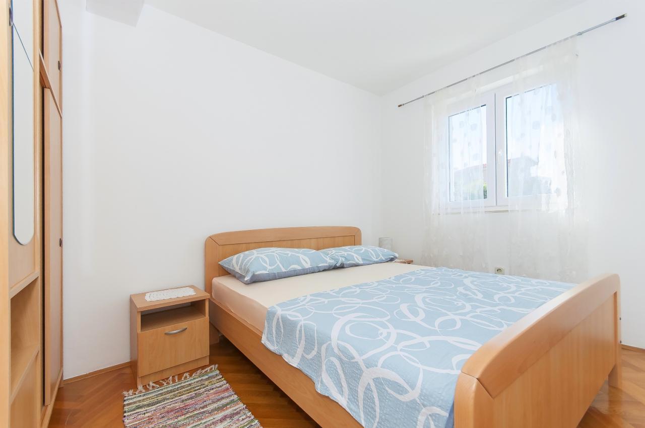 sch ne ferienwohnung am meer mit internet und klimaanlage in razanj objekt nr 15711. Black Bedroom Furniture Sets. Home Design Ideas