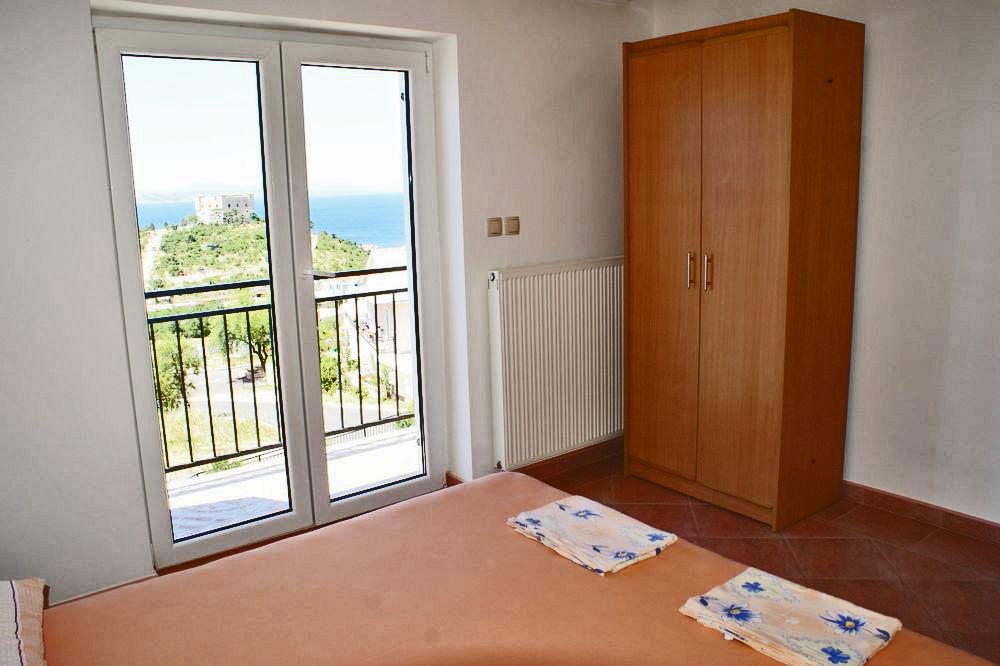 dachgeschoss wohnung f r 4 5 mit herrlichem ausblick grill klima objekt nr 9854. Black Bedroom Furniture Sets. Home Design Ideas